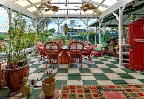 . Hale Kawehi Guesthouse In Quaint Downtown Hilo, Hawaii (6949613)
