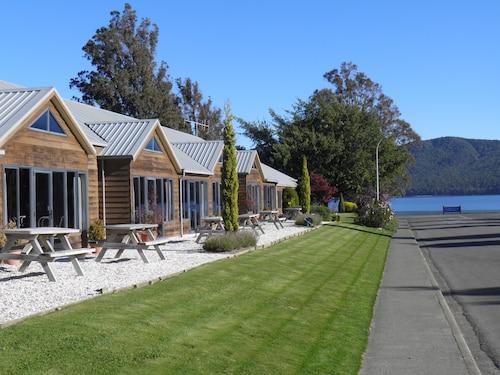 __{offers.Best_flights}__ Lakefront Lodge