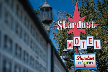 蔚町市星塵旅館 Stardust Motel Redding