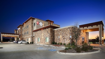 Hotel Front at Best Western Plus Fort Worth Forest Hill Inn & Suites in Fort Worth