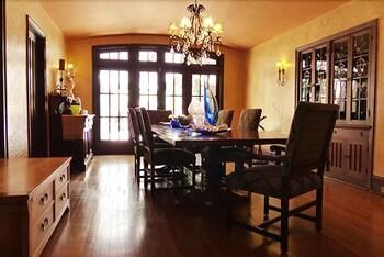 애플우드 인 & 스파(Applewood Inn and Spa) Hotel Image 33 - In-Room Dining