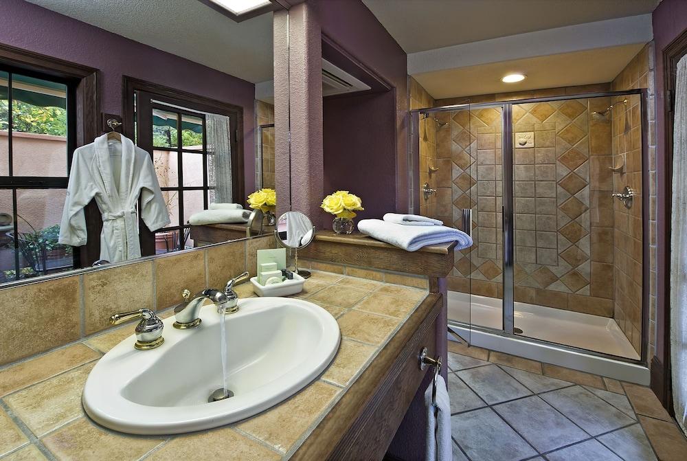 애플우드 인 & 스파(Applewood Inn and Spa) Hotel Image 44 - Bathroom