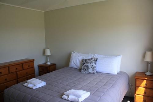Pohara Beachfront Motel, Tasman