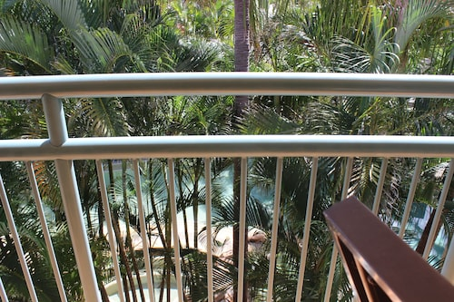 Currumbin Sands Holiday Apartments, Palm Beach