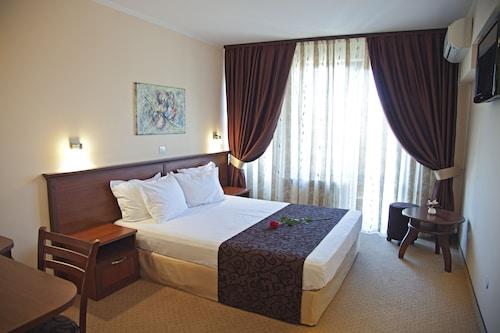 Hotel Favorit, Stolichna