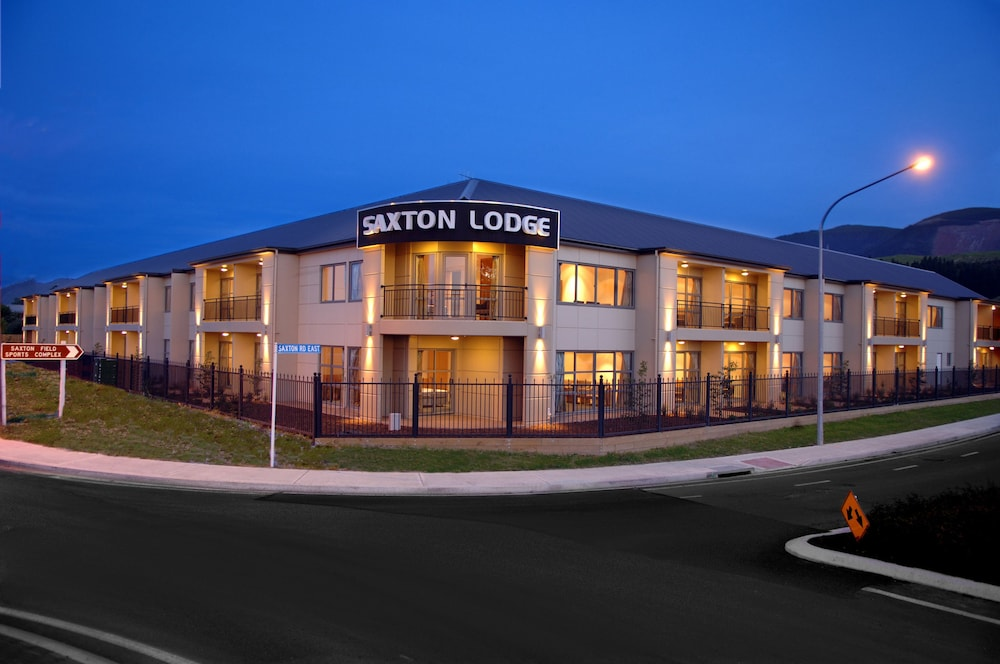 Saxton Lodge