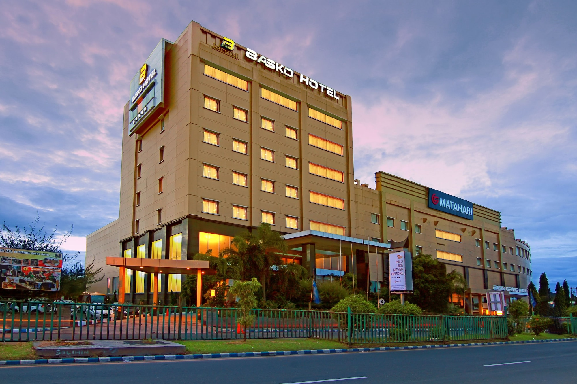 The Premier Basko Hotel, Padang