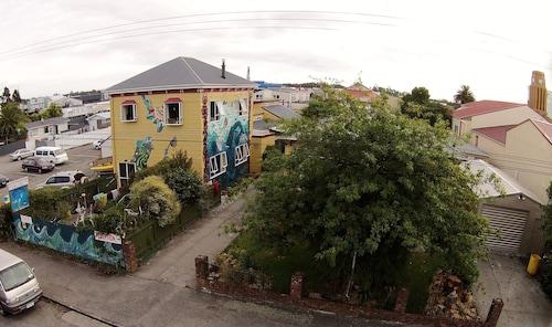 . Bazil's Hostel & Surf School