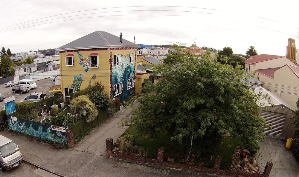 Bazil's Hostel & Surf School