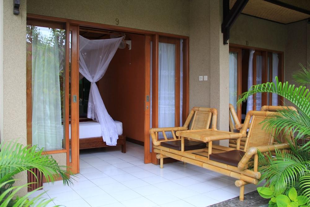 https://i.travelapi.com/hotels/8000000/7040000/7039200/7039199/9e9060bc_z.jpg