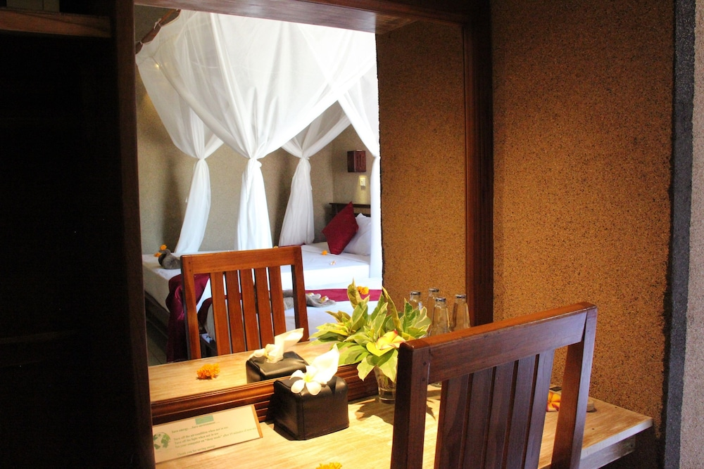 https://i.travelapi.com/hotels/8000000/7040000/7039200/7039199/9fa89ed5_z.jpg