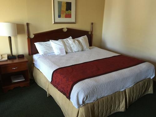 __{offers.Best_flights}__ Astoria Hotel Danville North