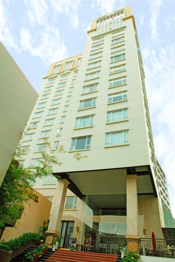 Sunland Hotel