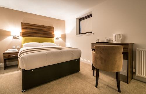 . Livingston Lodge Hotel