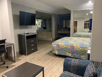 Premium Studio Suite, 1 King Bed, Refrigerator & Microwave