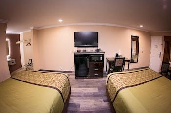 Room, 2 Queen Beds, Accessible, Smoking