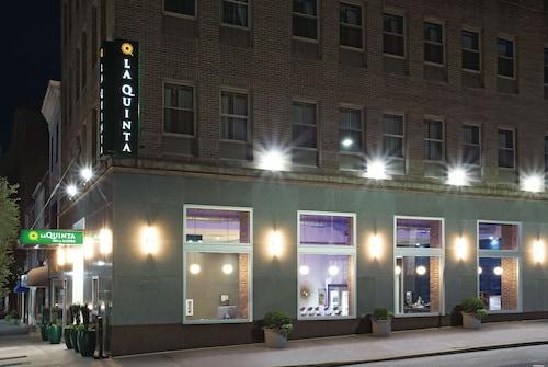 . La Quinta Inn & Suites by Wyndham Baltimore Downtown