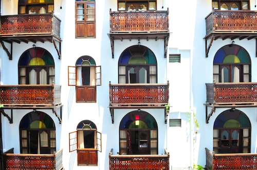 . Dhow Palace Hotel