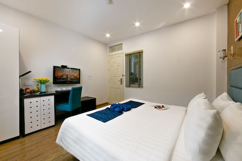 Tu Linh Legend Hotel, Hoàn Kiếm
