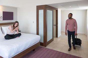 Room, 1 Queen Bed with Sofa bed, Corner