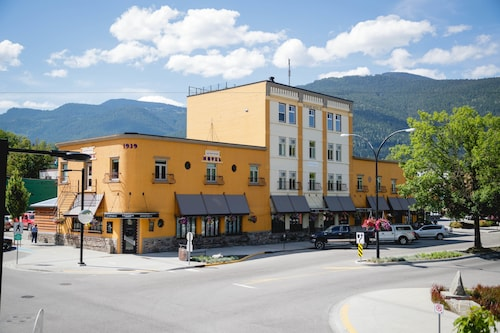 The Adventure Hotel, Central Kootenay