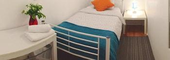 Small Private Single Room in Dorm Apartment, Shared Bathroom