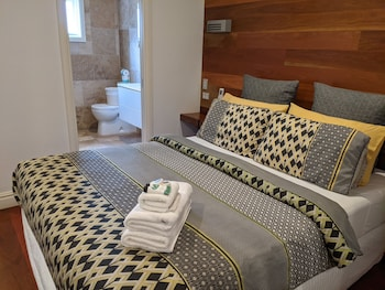 Deluxe Room - One Queen Bed (Shared Balcony)