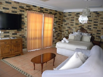 Deluxe Spa Room - One Queen Bed (Shared Balcony)
