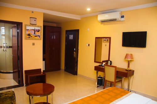 D Palms Airport Hotel, Mushin