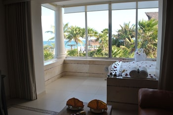 Honeymoon Suite, Ocean View