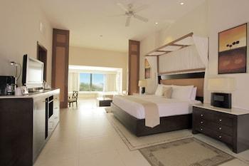 Luxury Suite, Terrace, Partial Ocean View