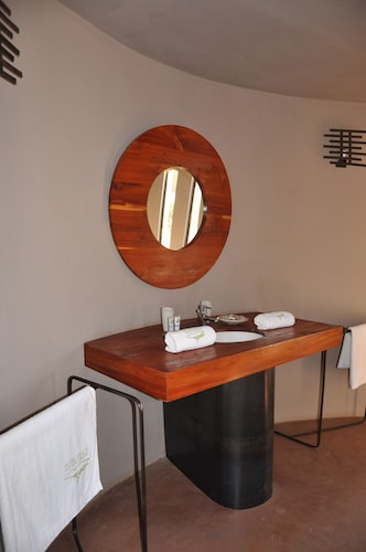 Ecoscience Center & Luxury Lodge, Monduli