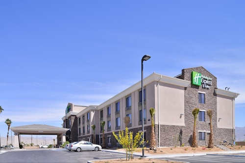 . Holiday Inn Express Hotel & Suites Indio