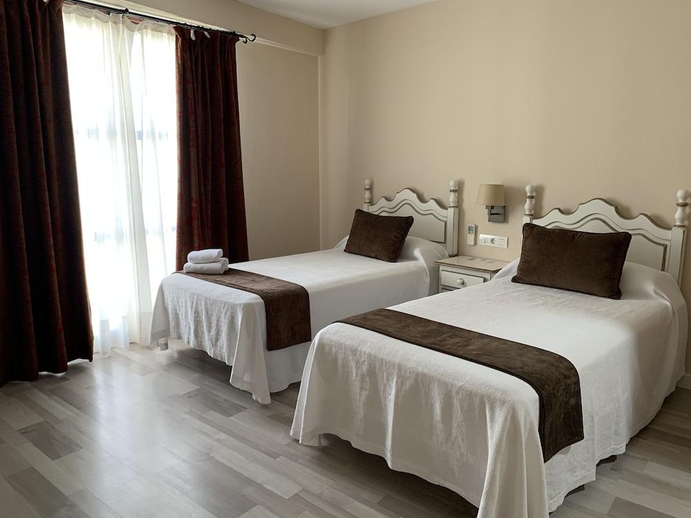 https://i.travelapi.com/hotels/8000000/7300000/7299400/7299339/0c0d2f14_z.jpg