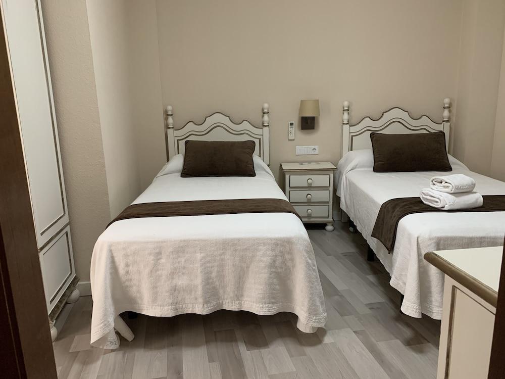 https://i.travelapi.com/hotels/8000000/7300000/7299400/7299339/1ef639fb_z.jpg