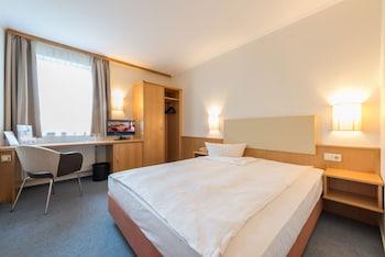 Standard Single Room, 1 Queen Bed, Garden Area