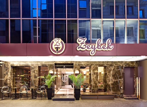 The New Hotel Zeybek, Konak