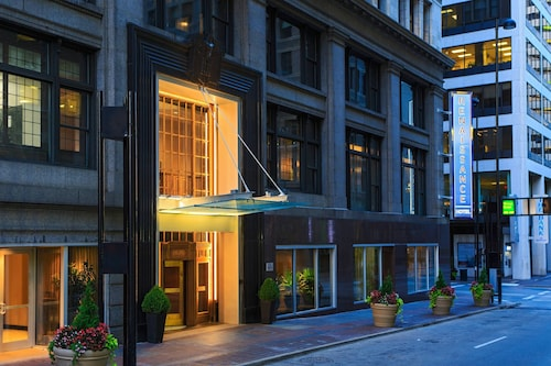 . Renaissance Cincinnati Downtown Hotel