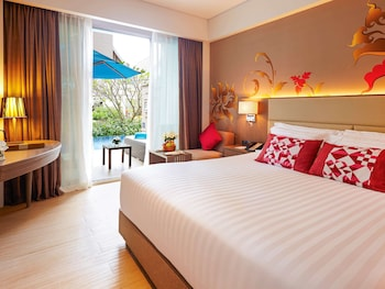 Deluxe Room, 1 King Bed, Pool Access