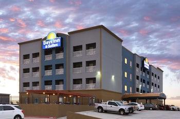 Days Inn & Suites Galveston West/Seawall photo