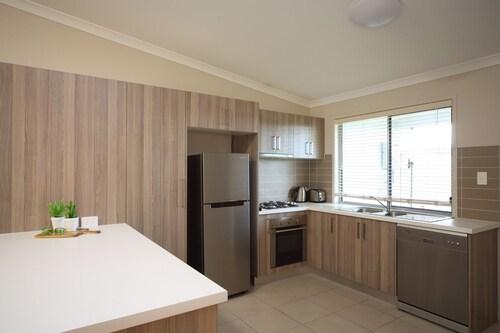 Direct Hotels- Villas on Rivergum, Emerald