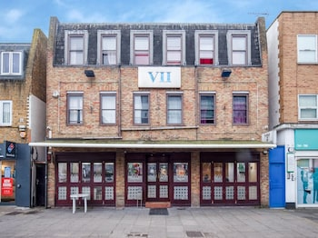 Vii Hotel And Indian Restaurant