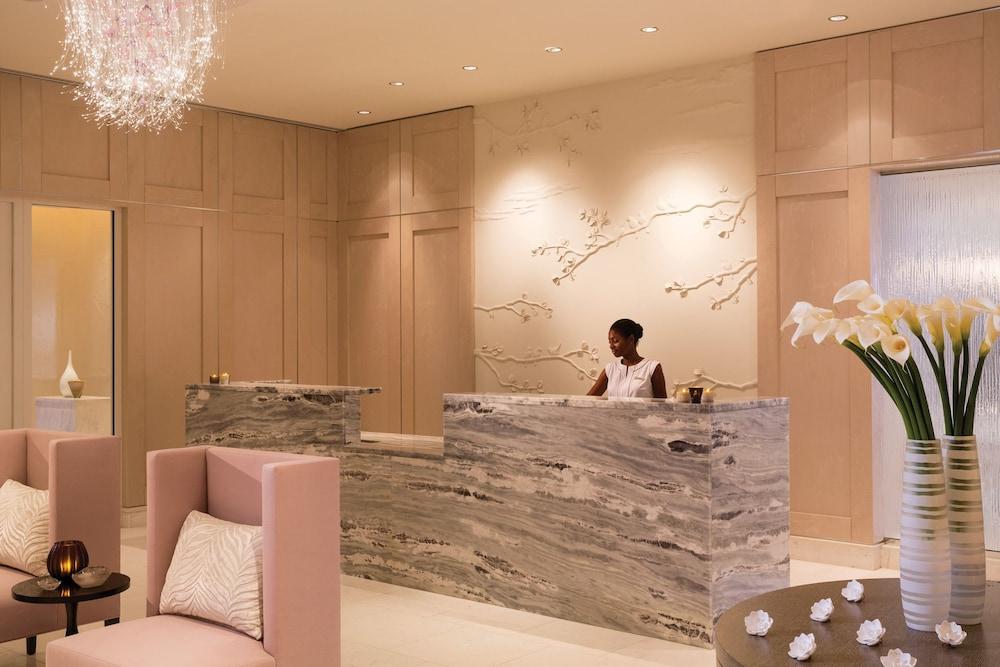 https://i.travelapi.com/hotels/8000000/7380000/7374500/7374428/4a5e1af7_z.jpg