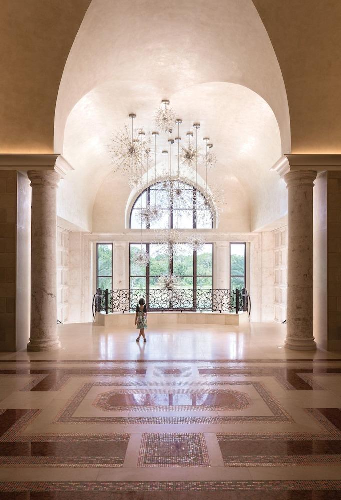 https://i.travelapi.com/hotels/8000000/7380000/7374500/7374428/ac206b72_z.jpg