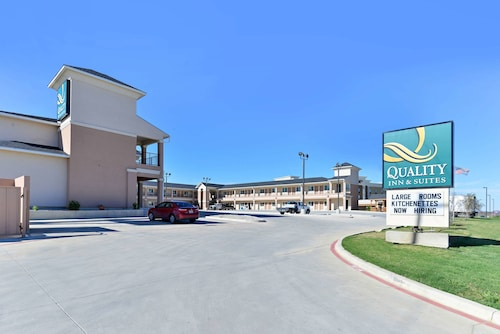 . Quality Inn & Suites Carrizo Springs North