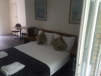 Guestroom at Coomera Motor Inn in Coomera