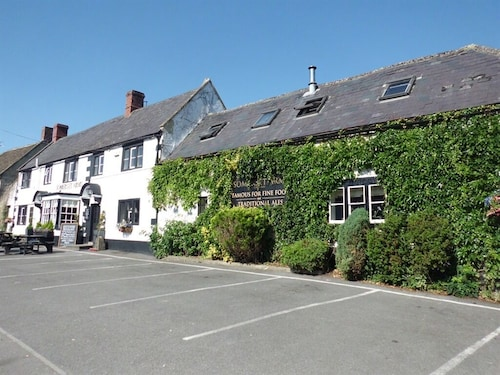 . The Somerset Arms
