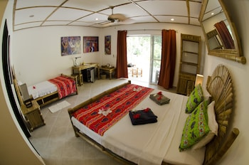 Dolphin House Moalboal Guestroom