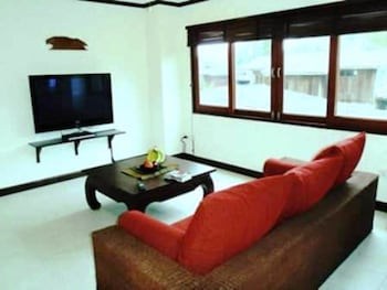 The Waterfront Apartment - Living Area  - #0