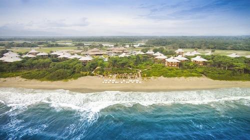 . Indura Beach & Golf Resort, Curio Collection by Hilton